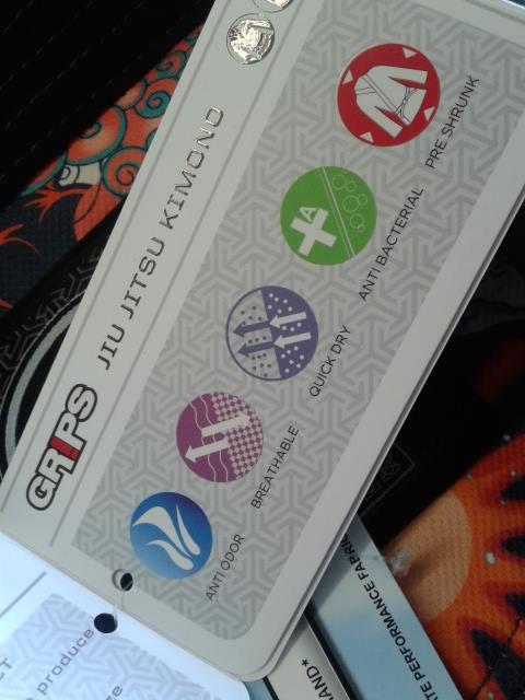 GRIPS ATHLETICS SECRET WEAPON BJJ GI 2.0 BLACK - Label 2